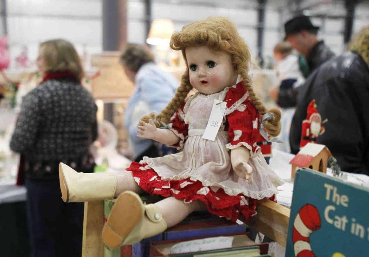 Grayslake Illinois Antique Vintage February Flea Market