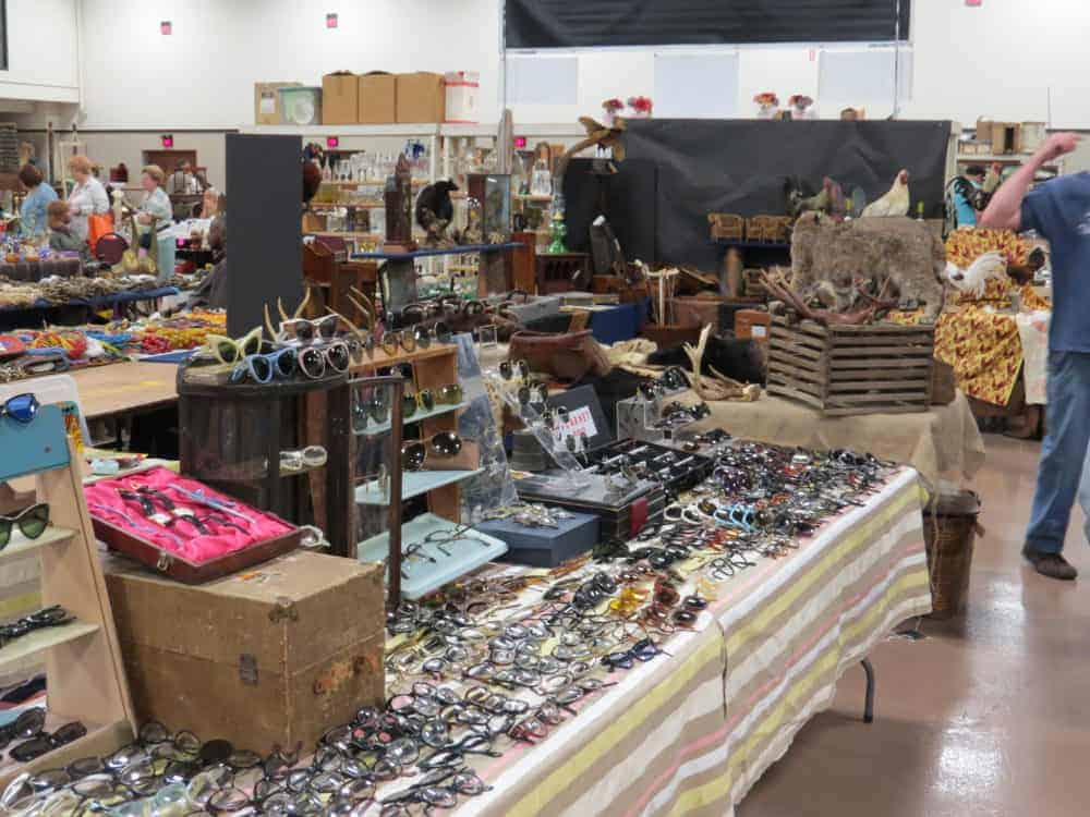Pheasant Run Mega Center Chicago St. Charles Illinois Vintage Antique Flea Market