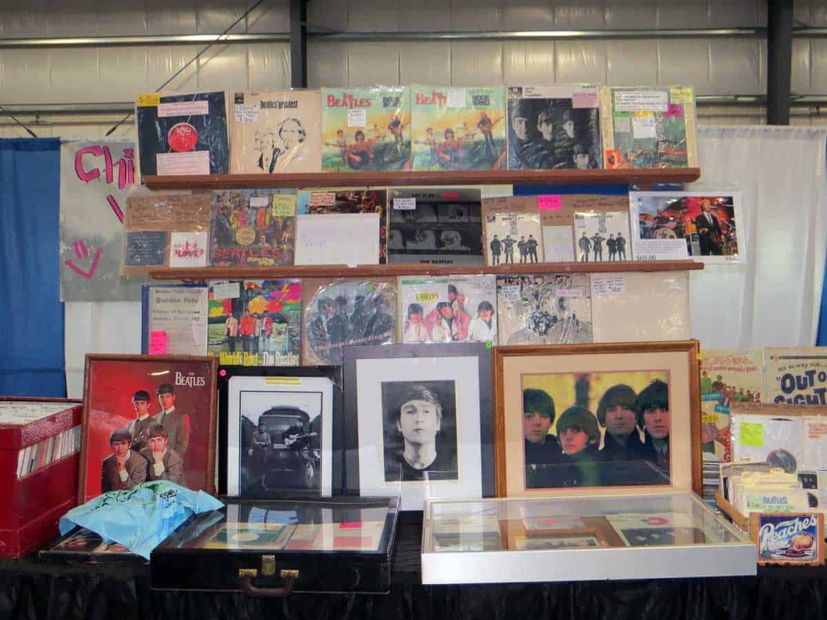 chicago-vintage-guitar-drum-vinyl-record-show-03