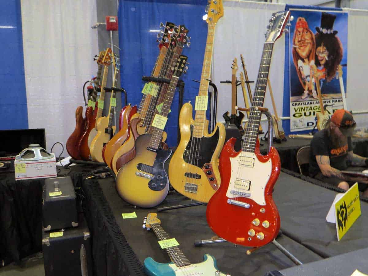 chicago-vintage-guitar-drum-vinyl-record-show-10