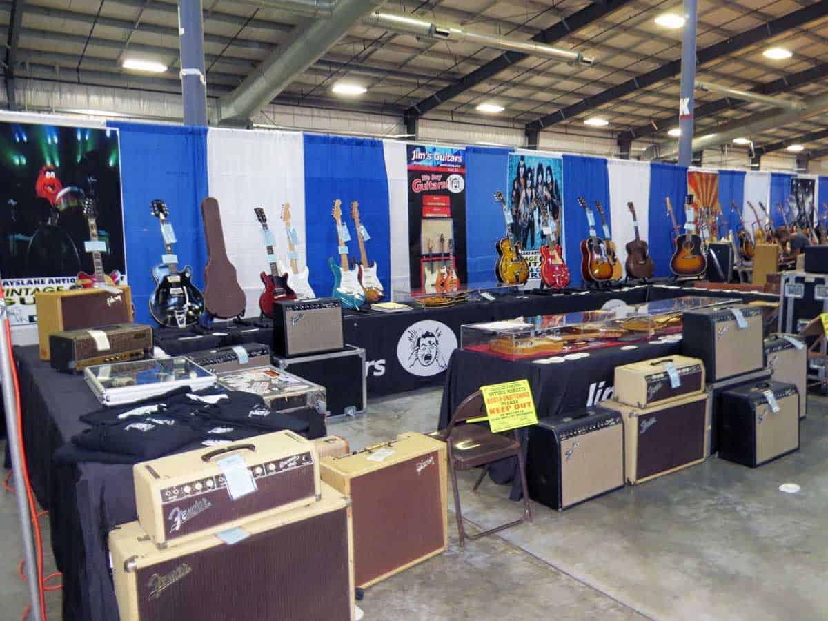 chicago-vintage-guitar-drum-vinyl-record-show-12