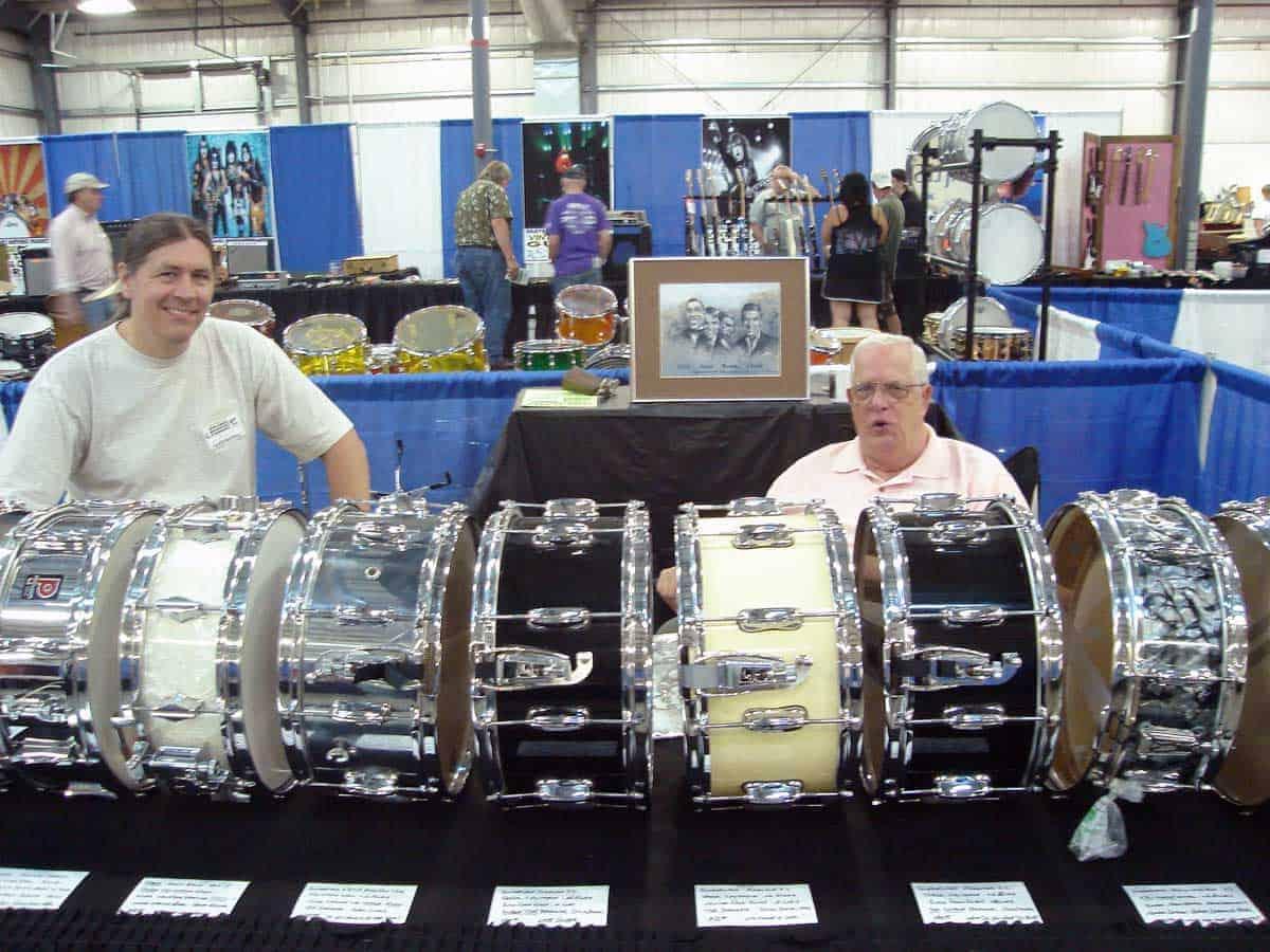 chicago-vintage-guitar-drum-vinyl-record-show-21