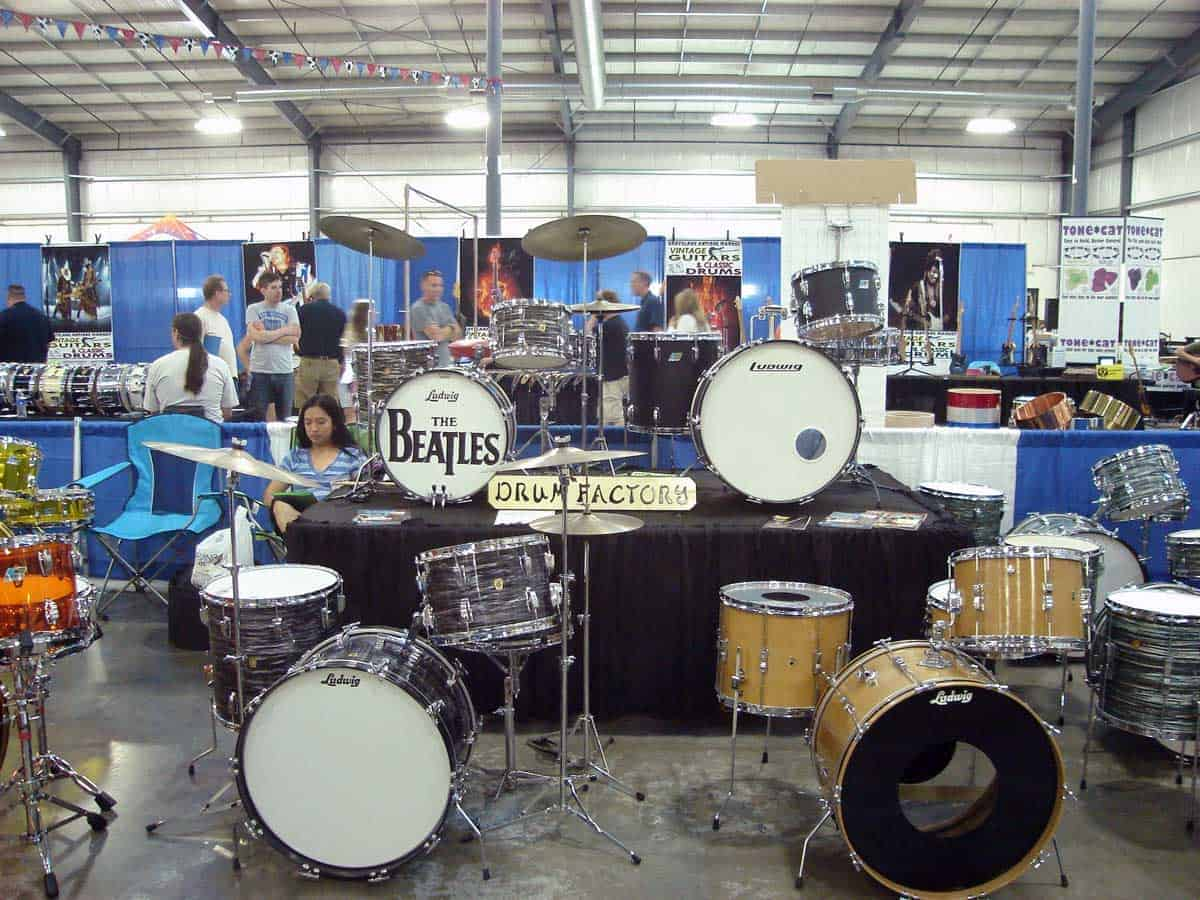 chicago-vintage-guitar-drum-vinyl-record-show-22