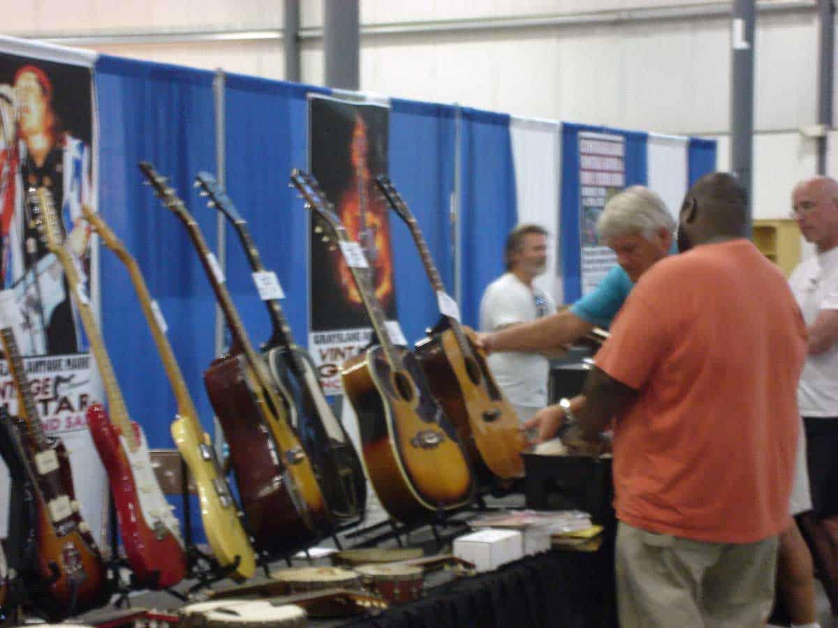 chicago-vintage-guitar-drum-vinyl-record-show-25