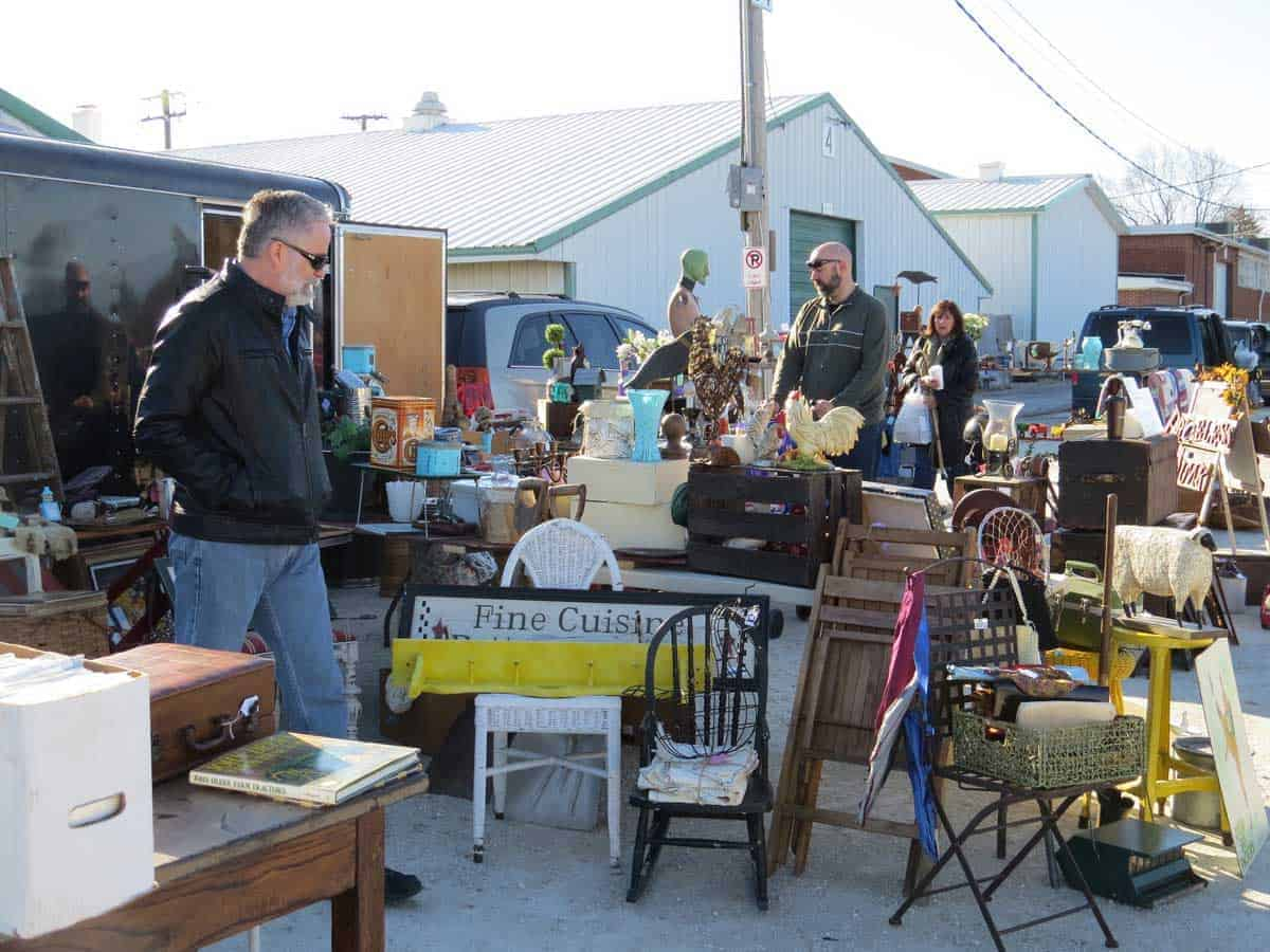 Wheaton chicagoland illinois antique vintage flea market for Jewelry show chicago 2018